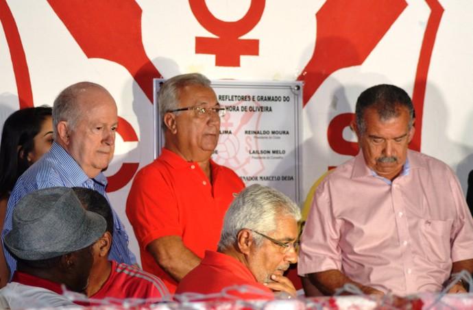Autoridades estavam presentes na inauguração do Estádio João Hora (Foto: Felipe Martins / GloboEsporte.com)
