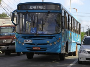 Ônibus circulam neste domingo com tarifas com novos valores (Foto: Flora Dolores/O Estado)