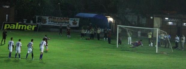 Pantico perd pênalti diante do Barras, no Campeonato Piauiense (Foto: Náyra Macêdo/GLOBOESPORTE.COM)