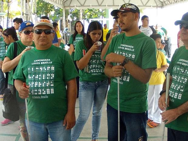Grupo com deficiência visual cobra melhor sinalização nas ruas de Fortaleza (Foto: TV Verdes Mares/Reprodução)