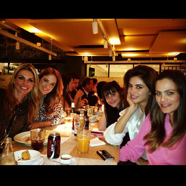 Ticiane Pinheiro posa com amigas (Foto: Reprodução/Instagram)