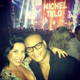 Scheila Carvalho com o marido, Tony Salles, em show em São Paulo (Foto: Instagram/ Reprodução)