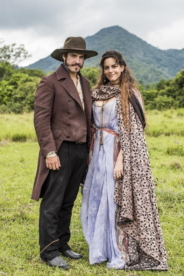 A atriz Luisa Micheletti vive a bailarina francesa Noémie e vai se envolver com Don Pedro, personagem de Caio Castro, na novela Novo Mundo  (Foto: TV Globo/Divulgação)