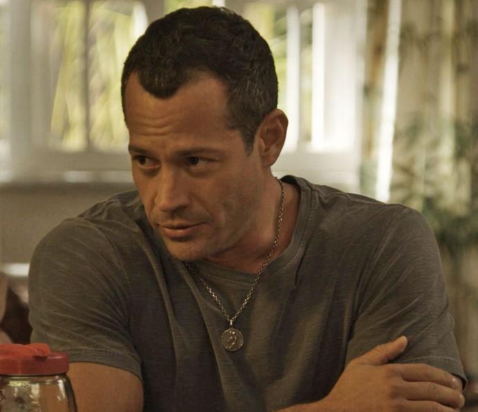 Apolo conta a Carol e aos irmãos que quer adotá-los (Foto: TV Globo)