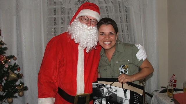Denise e o pai em 2006, um ano após o Natal mais marcante  (Foto: Denise de Medeiros/Arquivo pessoal)