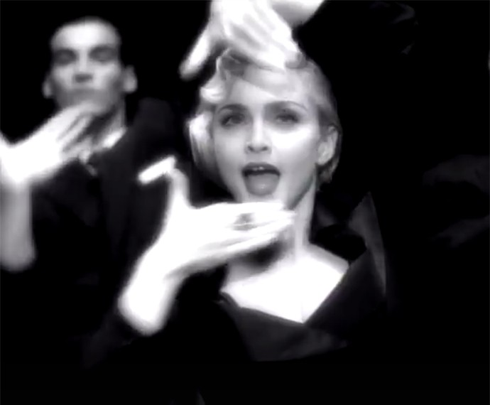 Vogue é um dos vídeos mais icônicos de Madonna (Foto: Reprodução)