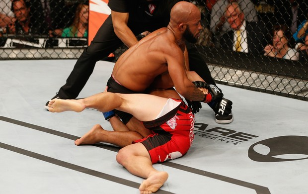 Demetrious Johnson Chris Cariaso UFC 178 MMA (Foto: Getty Images)