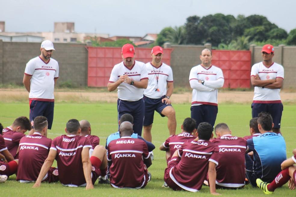 Leandro Campos comandou último treino do América-RN na manhã desta quinta-feira (Foto: Canindé Pereira/América FC)