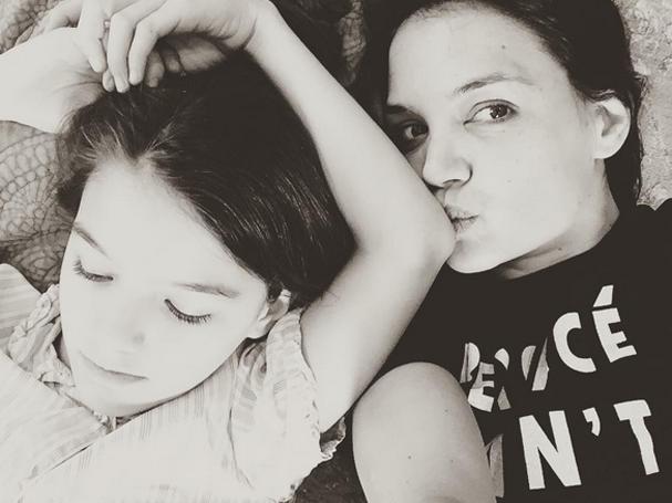 Suri e Katie Holmes (Foto: Reprodução/Instagram)