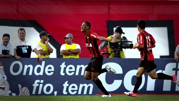 Marcão atlético-PR gol criciúma (Foto: Geraldo Bubniak / Agência Estado)