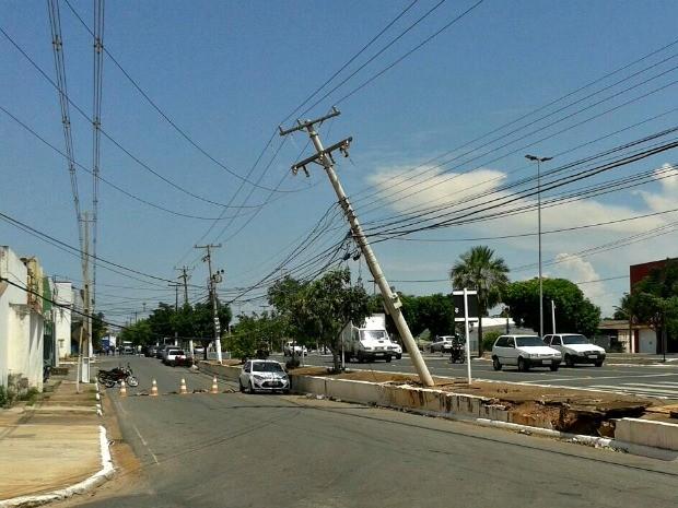 Poste está localizado na Avenida Miguel Sutil, em Cuiabá (Foto: Pedro Arrais/Arquivo Pessoal)