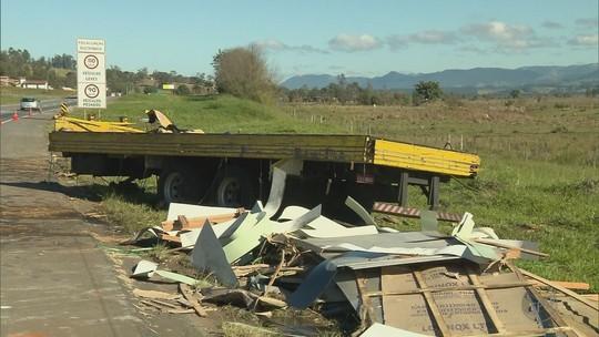 Quinze feridos continuam internados após acidente com ônibus na Rodovia Fernão Dias, em MG