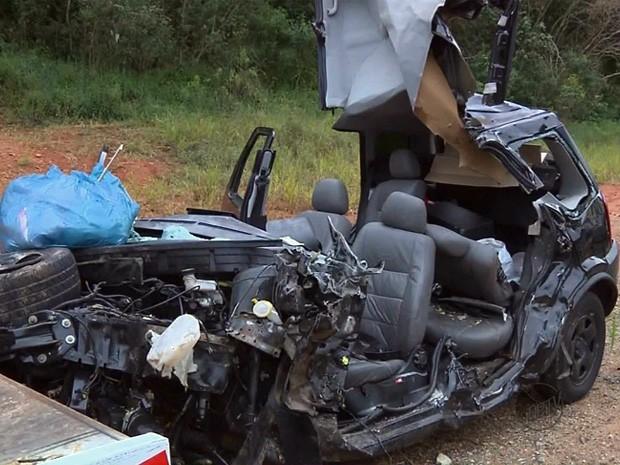 Acidente mata mãe e filha na MG-290, em Borda da Mata (Foto: Reprodução EPTV)