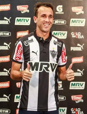 Thiago Ribeiro veste a camisa do Atlético-MG pela primeira vez (Foto: Bruno Cantini/CAM)
