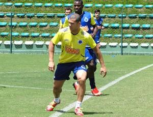 Nlton treino Cruzeiro (Foto: Fernando Martins Y Miguel)