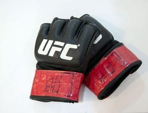 Guantes usados por José Aldo en el UFC 179 se subastan por $1,900