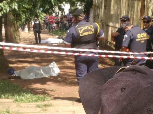 Local ficou isolado até a chegada da perícia, em São Leopoldo (Foto: Fábio Almeida/RBS TV)