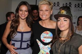 Bruna Marquezine, Xuxa e Anitta na Fundação Xuxa Meneghel (Foto: Anderson Borde  / Agnews)