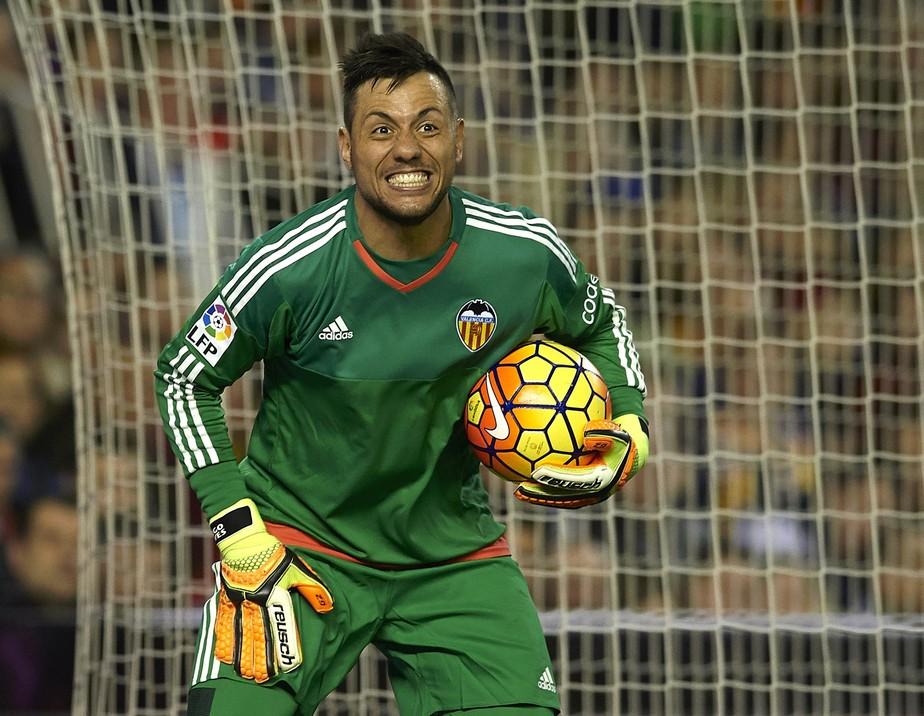 Esquentou: Fla faz contato, e Diego Alves se anima com chance de voltar ao Brasil