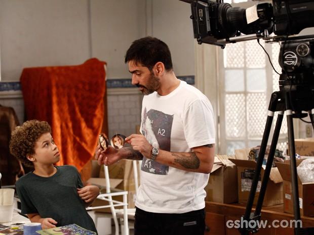 Vinicius Coimbra dirige cena de Marlon Queiroz, o Pedro (Foto: Malhação / TV Globo)