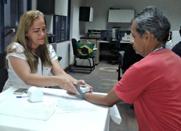 Antônio Ciro e a pofissional de saúde Maria do Carmo Ferreira