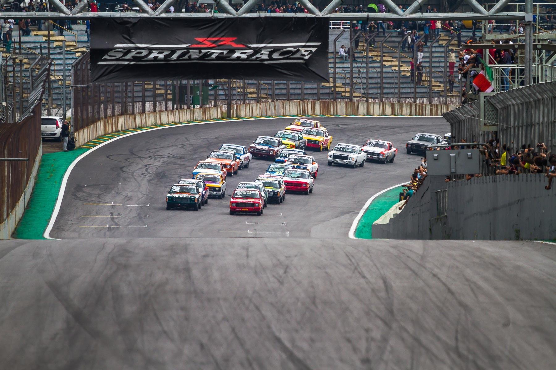 Se agrupando para o larga... (Foto: Divulgação/André Lemes/GRID Photo Racing)