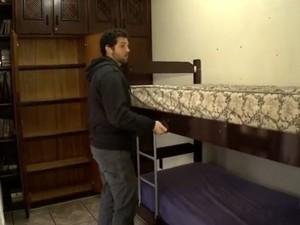 Danilo Yanke hospeda bailarinos  na própria casa (Foto: Reprodução/RBS TV)