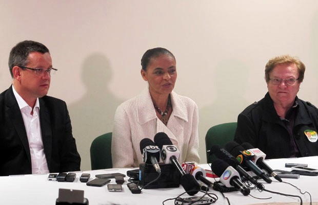 Marina Silva concede coletiva de imprensa em São Bernardo do Campo ao lado de seu candidato a vice, Beto Albuquerque, e da deputada Luiza Erundina (PSB-SP) (Foto: Letícia Macedo / G1)