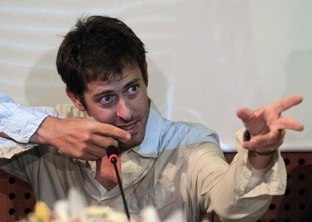 O jornalista francês Roméo Langlois dá entrevista nesta quinta-feira (31) em Bogotá (Foto: AP)