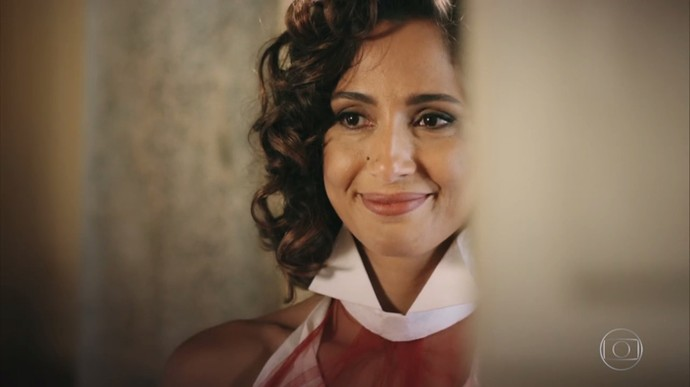 Tereza fica surpresa ao conversar com Iolanda (Foto: TV Globo)