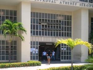Jovem foi a última a entrar no Colégio Atheneu Sergipense (Foto: Marina Fontenele/G1 SE)