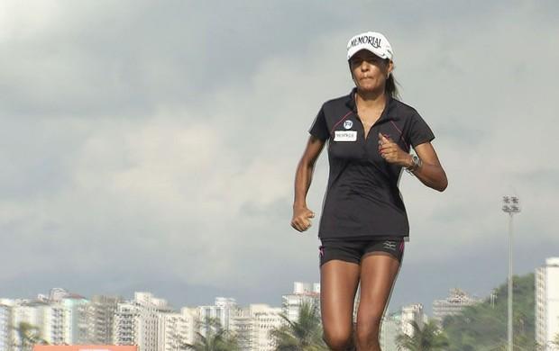 Sirlene de Souza Pinho corredora Santos Run (Foto: Reprodução / TVTribuna)
