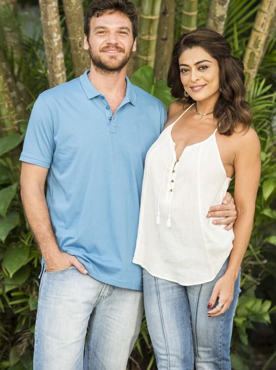Emília Dantas e Juliana Paes viverão um casal romântico com uma relação conturbada no folhetim (Foto: TV Globo)