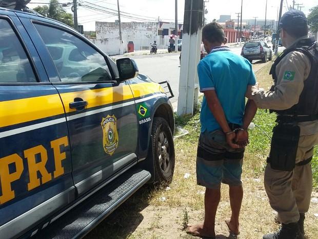 Prisão aconteceu na BR-101 Norte, em Extremoz (Foto: Divulgação/PRF)