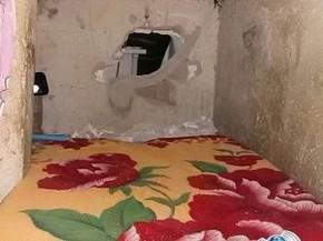 Buraco em cela dava acesso à sala de triagem do presídio (Foto: Machadinho Online/ Reprodução)