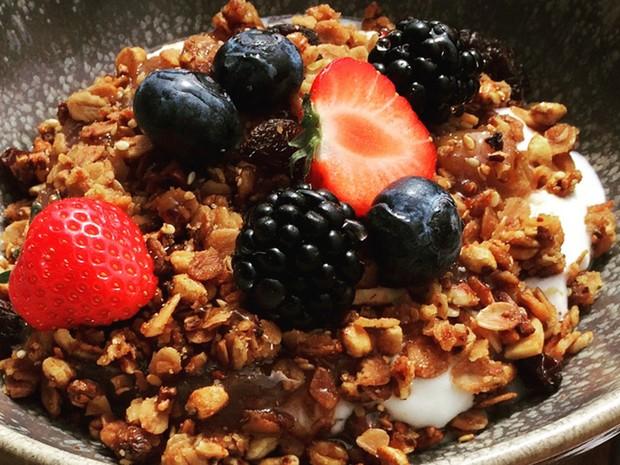 Granola com frutas: no máximo 10% das calorias diárias devem vir de açúcar adicionado aos alimentos, segundo novas diretrizes de alimentação dos Estados Unidos  (Foto: Kathy Hunt/Reuters)