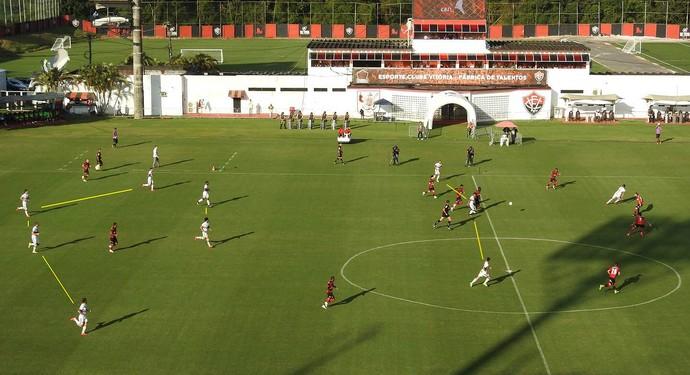 São Paulo foi armado no 4-2-3-1, com Carlinhos na ponta esquerda e Luiz Araújo na ponta direita (Foto: GloboEsporte.com)
