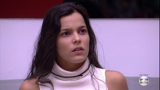 Tiago Leifert informa a Emilly, Ieda e Vivian que Marcos está eliminado