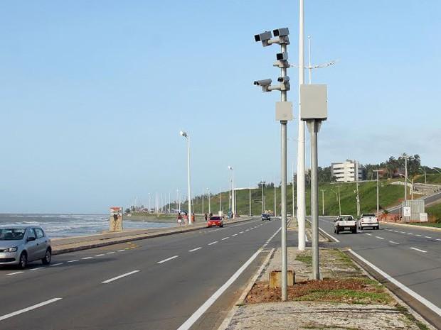 Fotossensores inteligentes registram velocidade mesmo nos sinais verdes (Foto: Prefeitura de São Luís / Fabrício Cunha)