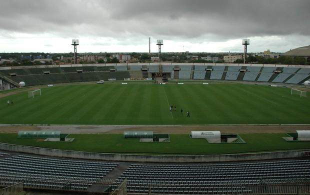 Estádio Almeidão com gramado novo (Foto: Richardson Gray / Globoesporte.com/pb)