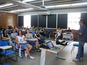A maioria das salas estavam ocupadas e a presença de alunos foi grande (Foto: André Resende/G1)