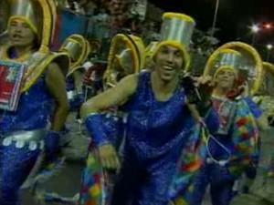 Desfile do Carnaval de 2012 em Guaratinguetá (Foto: Reprodução/TV Vanguarda)