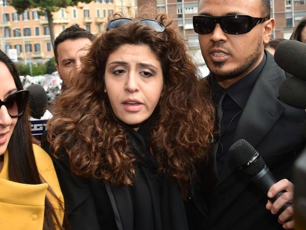 Francesca Chaouqui chega para audiência do Vatilekas 2 nesta segunda-feira (14) (Foto: ALBERTO PIZZOLI / AFP)