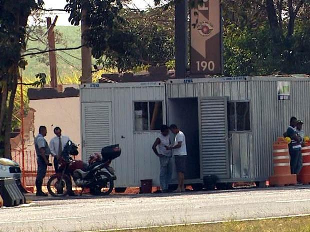Polícia Rodoviária opera de contêineres improvisados na Rodovia Anhanguera (Foto: Reprodução EPTV)
