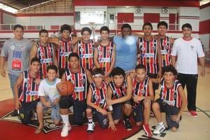 Amapaense conta com o apoio da família para realizar sonho no basquete (Foto: Reprodução/Facebook)