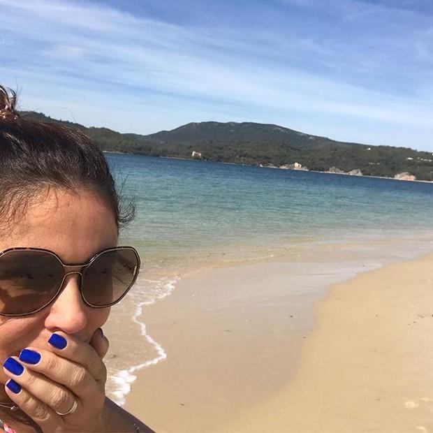 A atriz está impressionada coma beleza das praias portuguesas (Foto: reprodução/instagram)