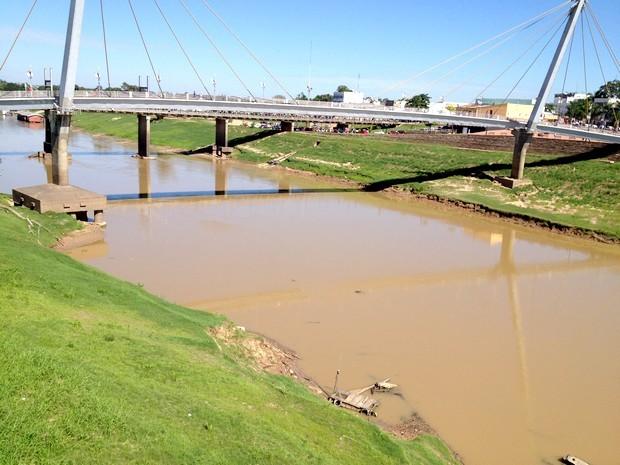 Rio Acre seco (Foto: Rayssa Natani / G1)