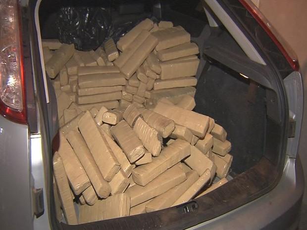 Droga foi transportada de Ponta Porã (MS) a Bauru (Foto: Reprodução / TV TEM)