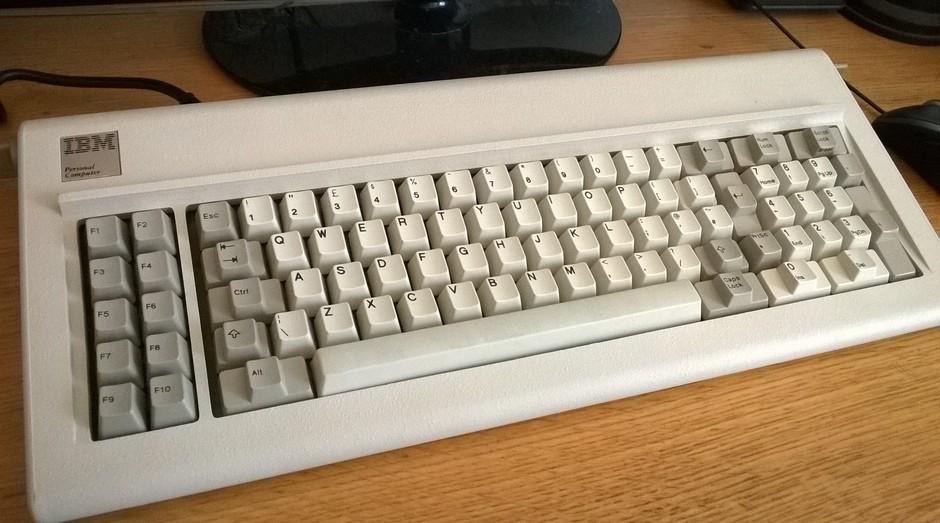teclado, ibm, tecnologia, 1980, computador (Foto: YouTube/Chyrosran22)