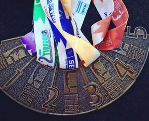 Medalhas do Circuito Virgílio Coelho de Corridas de Rua em 2015 (Foto: Fundesportes/ Divulgação)